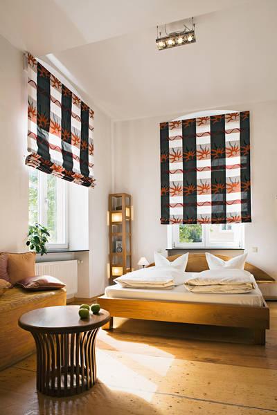 rollo und raffrollos. Black Bedroom Furniture Sets. Home Design Ideas